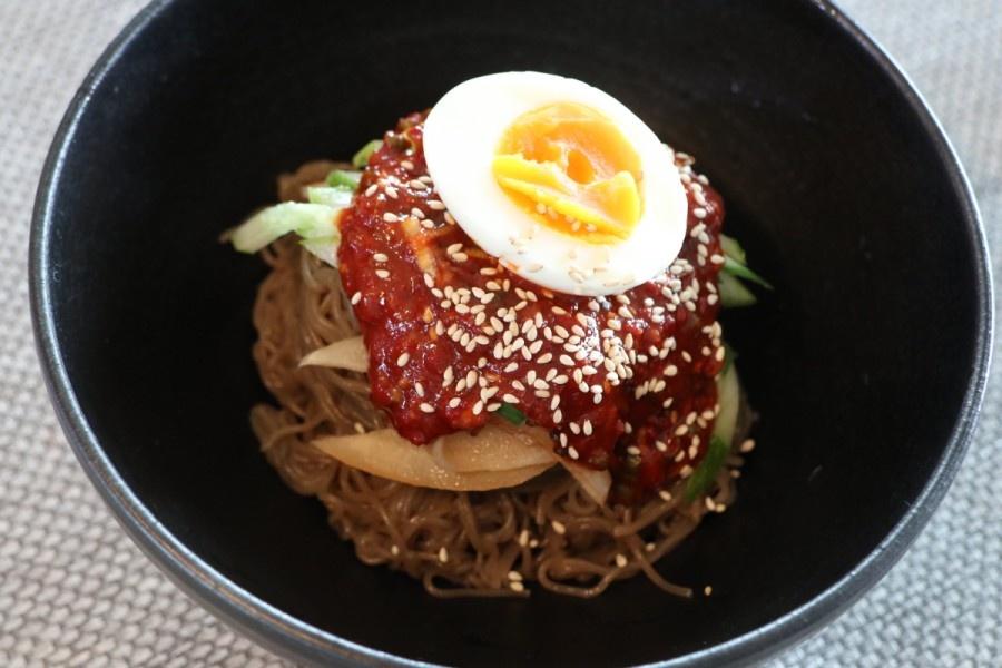 Корейська кухня: страва пібімненмьон