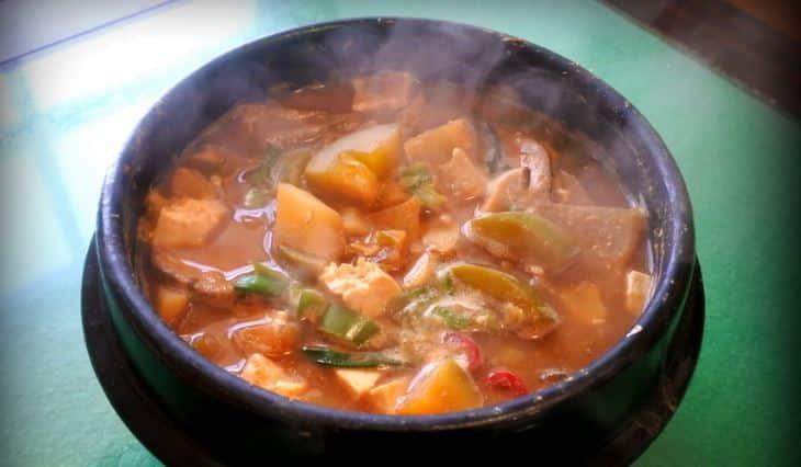 Класичний корейський соєвий суп